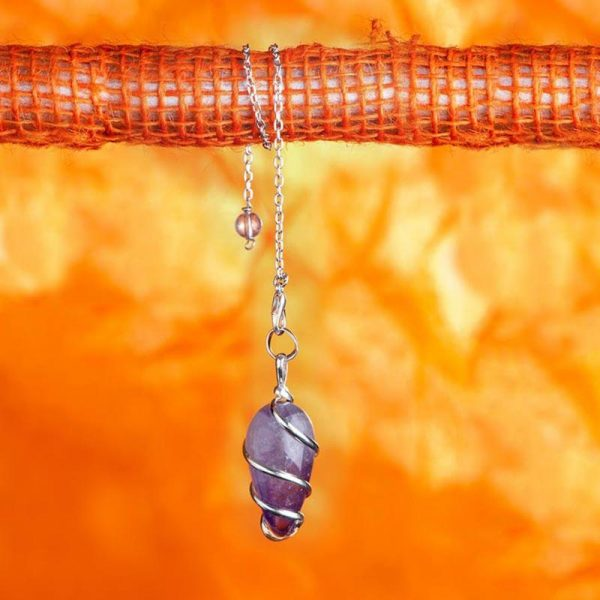 Spiralpendel aus versilbertem Messing mit Amethyst