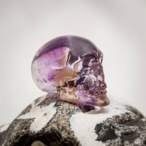 Ametrin-Kristallschädel aus Handarbeit