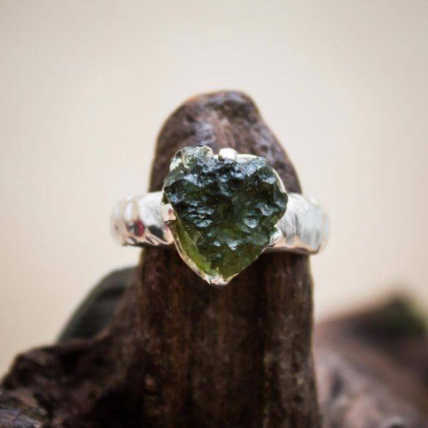 Moldavit-Ring aus 925er Silber