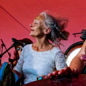 Viola Livera bei einem Live-Auftritt
