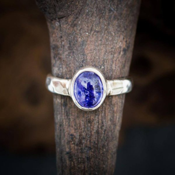 Ring mit Tansanit Cabochon - 925er Sterling-Silber