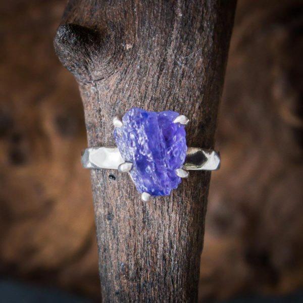 Ring mit Tansanit Rohstein - 925er Sterling-Silber