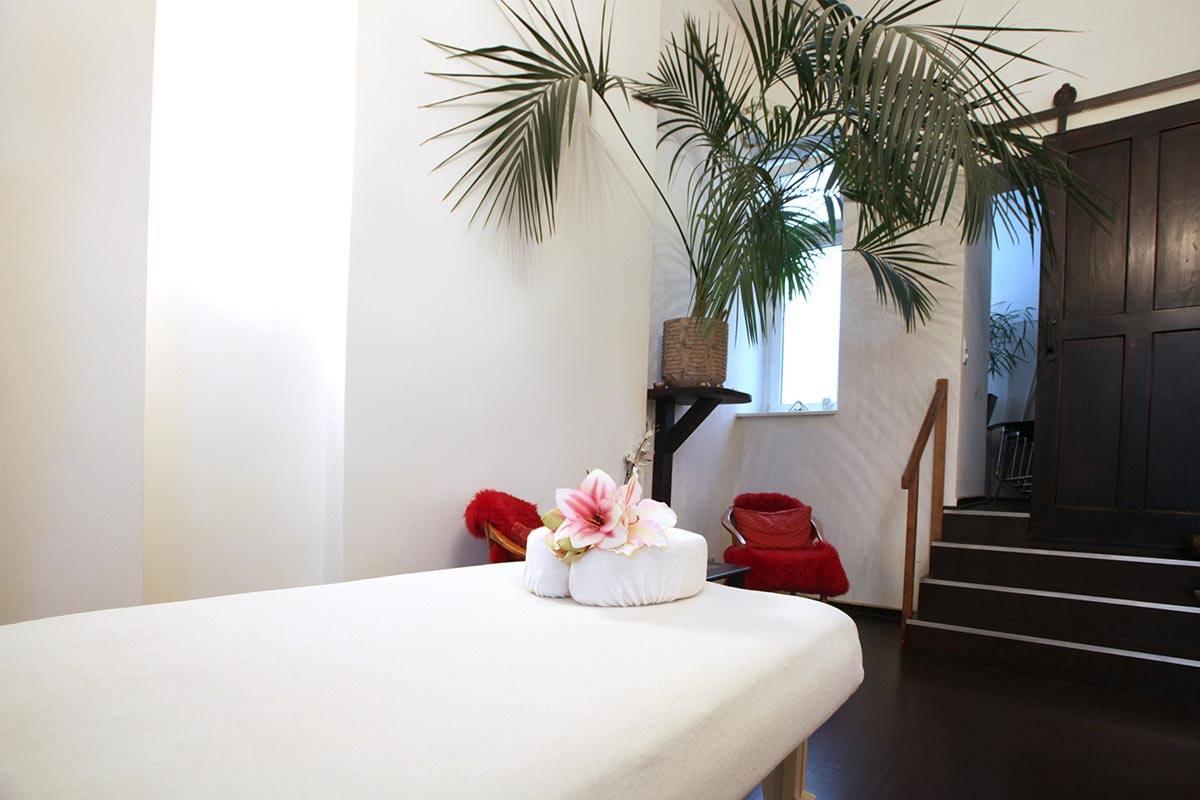 Kokoro Innenansicht mit Massageliege