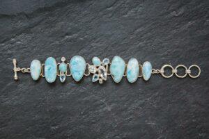 Larimar Armband, verziert mit blauem und weißem Topas