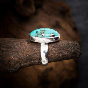Ring aus 925er Sterling-Silber mit ovalem Türkis-Cabochon