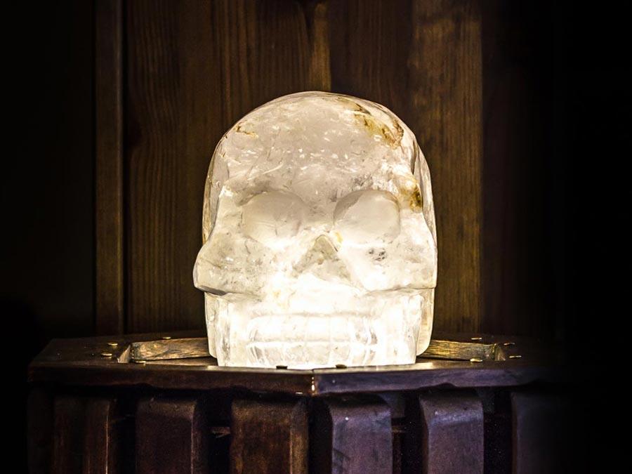 6 kg Kristallschädel aus Bergkristall im Hamburger Hexenladen Hexerey