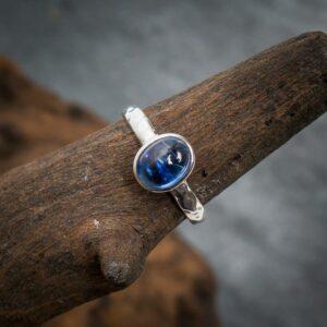 Ring aus 925er Sterling-Silber mit Kyanit (Disthen) Cabochon