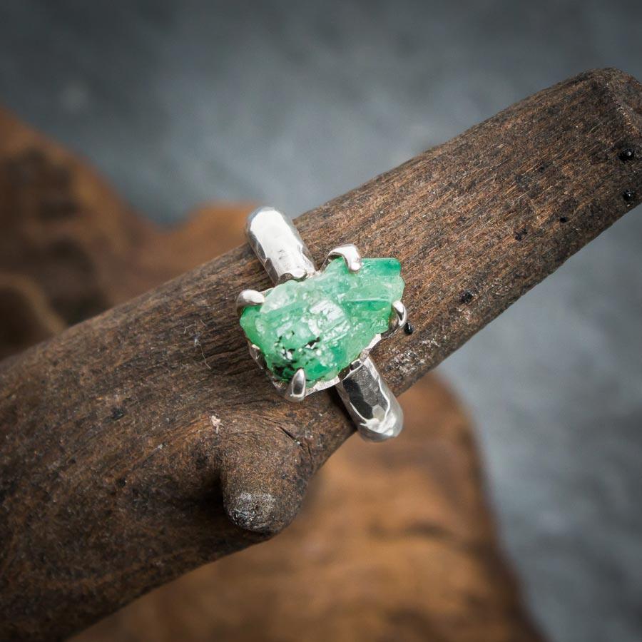 Silberring aus 925er Sterling-Silber mit ungeschliffenem Smaragd