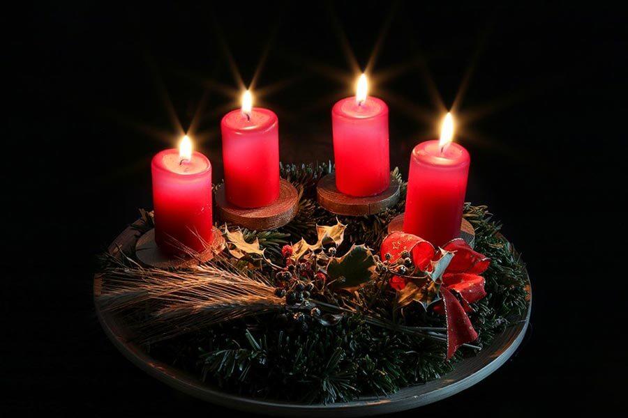Zum Start in den Advent wurde schon in vorchristlicher Zeit ein Adventskranz aus Tannen- und Fichtenzweigen gebunden