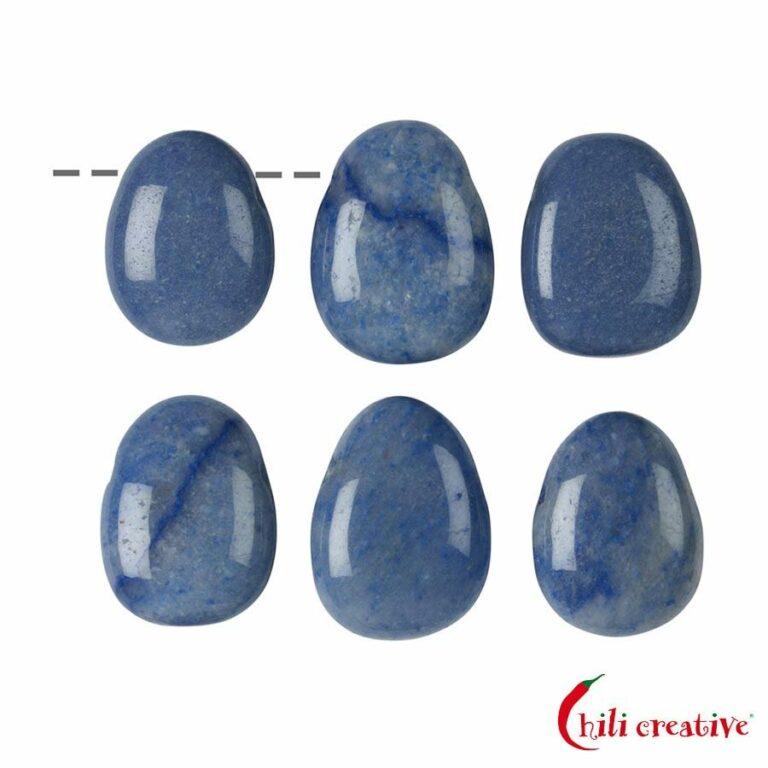 Tropfenförmiger Blauquarz Trommelstein gebohrt - klein