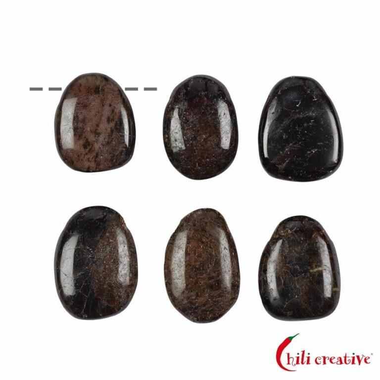 Tropfenförmiger Granat (Almandin) Trommelstein gebohrt - klein