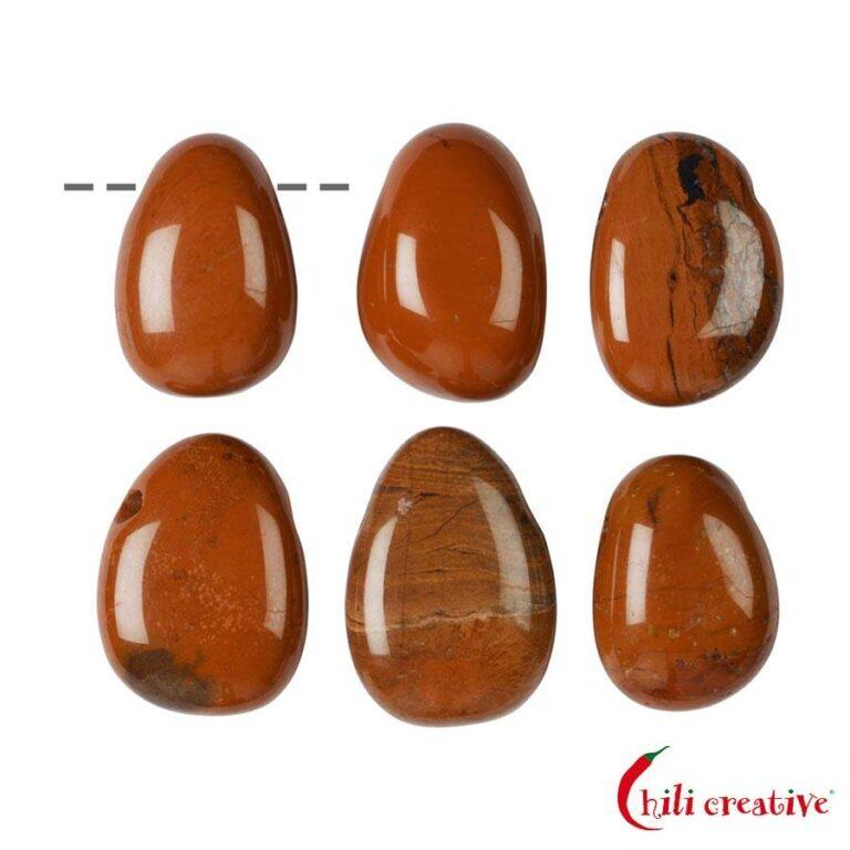 Tropfenförmiger roter Jaspis Trommelstein gebohrt - klein