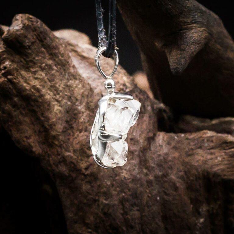 Anhänger mit weißen Topas Rohkristallen gefasst in 925er Sterling-Silber